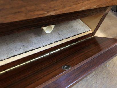 Joseph-André MOTTE (1925-2013) Enfilade basse en deux parties, en bois de placage,...