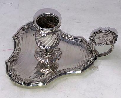 Bougeoir à main tripode en argent (800/°°)...