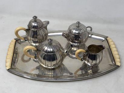 Service à thé et à café, cinq pièces en argent...