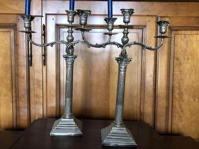 Paire de grands candélabres à trois bras...