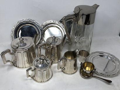 Lot en métal argenté, XXe siècle, dont:  -...