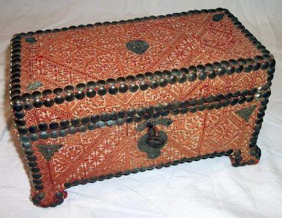 Coffre à bijoux, Maroc, Fès, couvert d'une...