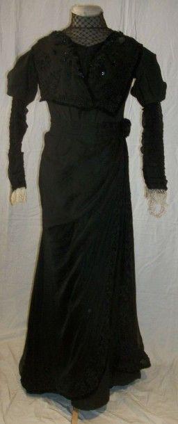 Robe griffée Madame Baqua à Guéret, vers...