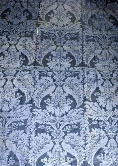Panneau de damas bleu Nattier, début XVIIIème...