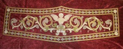 Lambrequin, circa 1900, velours cramoisi,...