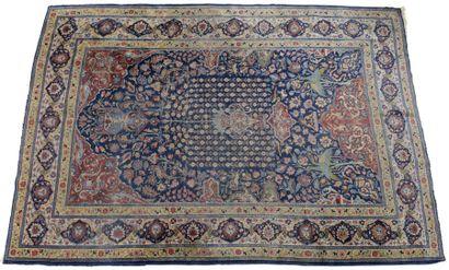 Tapis Tabriz ou Keshan, fond bleu, décor d'un jardin paradisiaque avec vase de fleurs,...