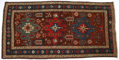 Tapis Kazak, XIXème siècle, fond prune, décor...