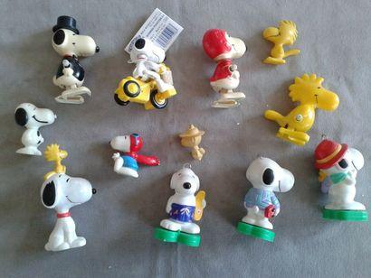 SNOOPY - Lot de personnages en résine et plastique