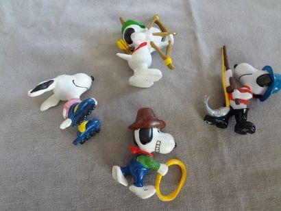 SNOOPY - Lot de 4 personnages en résine