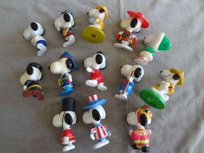 SNOOPY - Lot de 13 personnages en résine