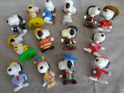 SNOOPY - Lot de 14 personnages en résine
