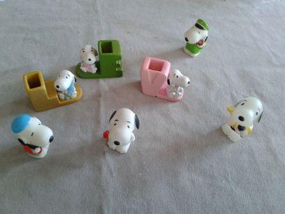 SNOOPY - lot de personnages en plastique...