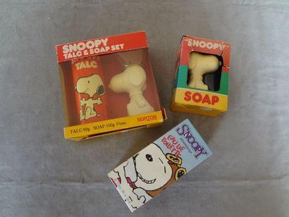 SNOOPY - lot de 3 objets : savon, talc et...