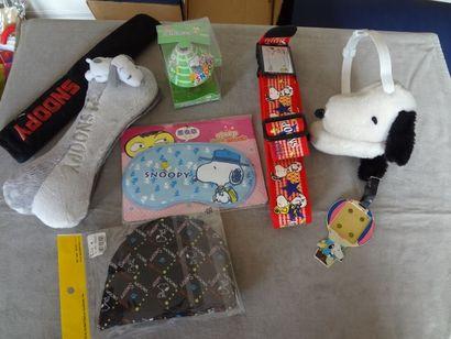 SNOOPY - Lot de 7 objets : masque, bonnet,...