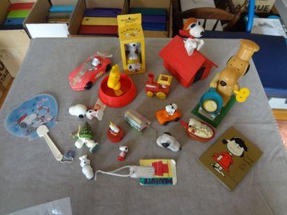 SNOOPY - lot de 20 jouets environ