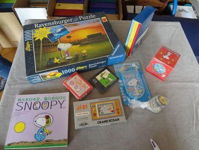 SNOOPY - lot de 9 jeux : puzzle, cartes ...