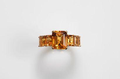 BAGUE en or jaune (750 millièmes) serti de...