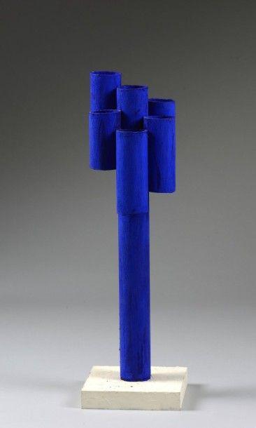 """Henry FRONT (1940)  """"Hommage à Y. Klein""""  Sculpture en pvc, signée, située """"Paris..."""