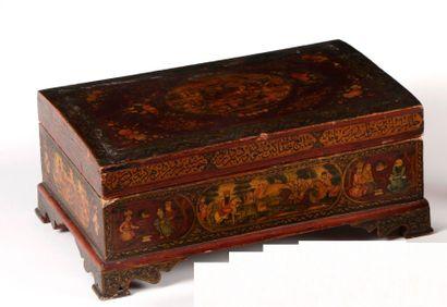 grande boite en bois peint et laqué, Iran,...