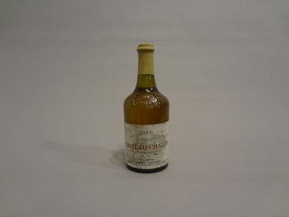 2 Bouteilles - Château-Chalon, 1989, Dom. Courbet Jean Marie, Vin Jaune (2 étiquettes...