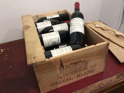 12 Bouteille - Château Cheval Blanc, 1982,...