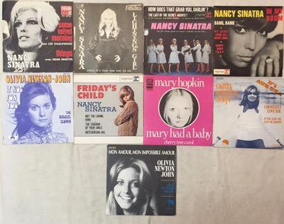 CHANSON FRANCAISE Lot de 25 disques 45 T et de 1 disque 45 T EP de chanteuses internationales...