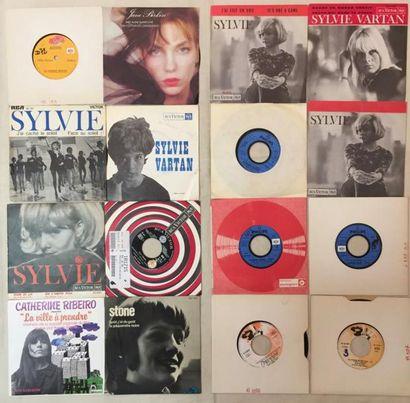 CHANSON FRANCAISE Lot de 85 disques 45 T de chanteurs et chanteuses Français. VG+...