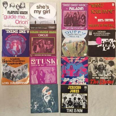 POP / ROCK Lot de 30 disques 45 T de Rock Progressif de divers Pays . VG+ à EX /...