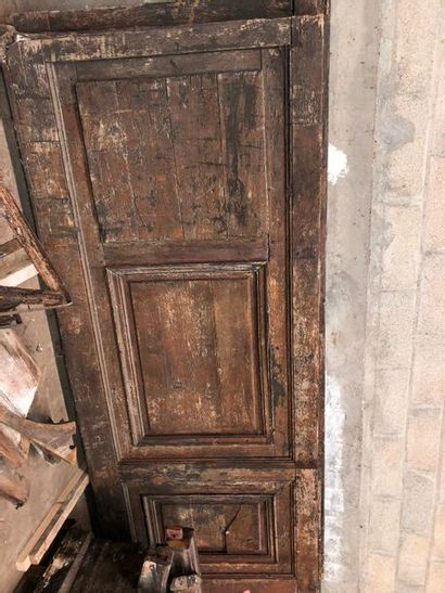 Paire d'importantes portes d'église en bois...