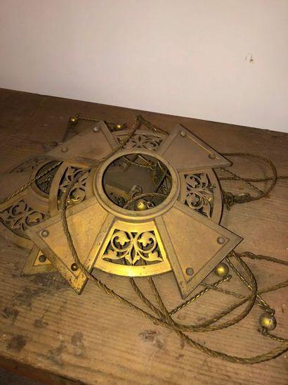 Elément de suspension ajouré en bronze doré,...