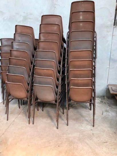 Ensemble de chaises à coque plastique, piétement métallique, accidents