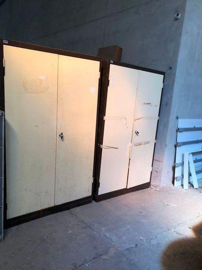 Deux armoires de bureau, accidents