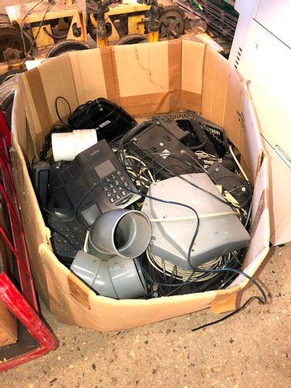 Ensemble de postes téléphoniques, dans l...