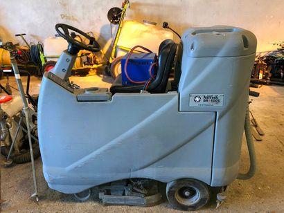 Auto laveuse de sol NIL FIX, dans l'état
