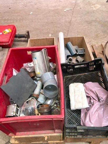 Lot de petit matériel de plomberie, dans...