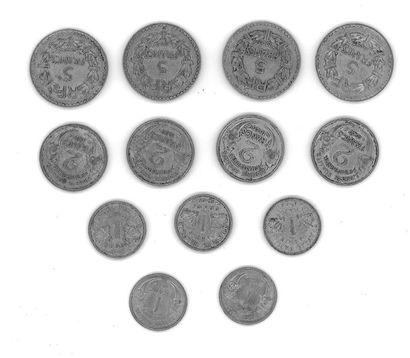 Lot de pièces comprenant:  - Quatre pièces 5 FF Lavillier aluminium, 1949, Diam.:...