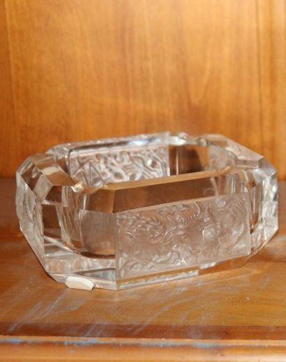 LALIQUE - Cendrier en cristal à décor des...