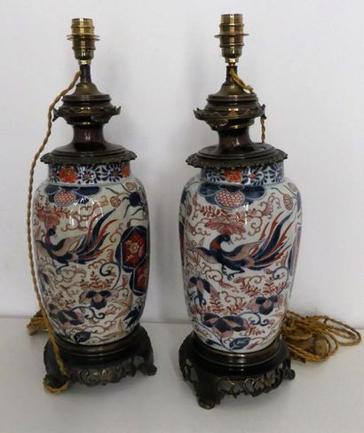 Paire de potiches en porcelaine à décor imari,...