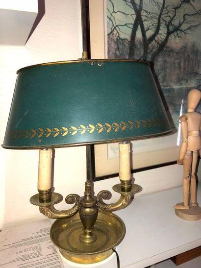 Deux lampes bouillotte, abat-jour en tôle...