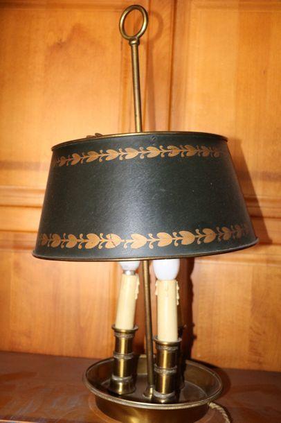 Lampe bouillotte à trois lumières en laiton...