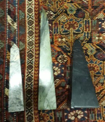 Trois obelisques en pierres dures  Xxe siècle...