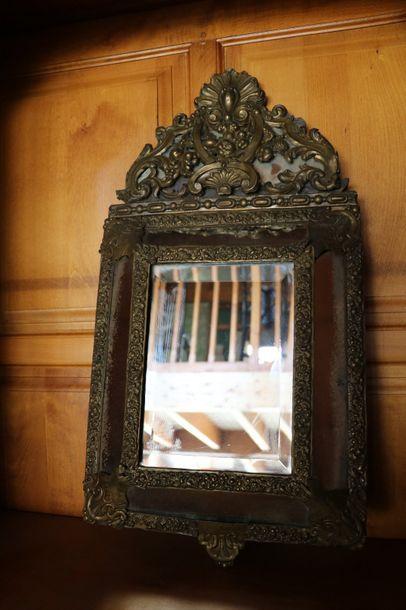 Petit miroir à pareclose  Style Regence,...