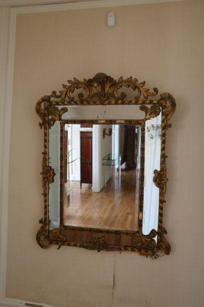 Grand miroir à pare-close, en bois doré,...