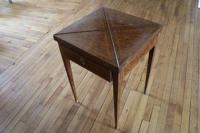 Table à jeux, en bois de placage, plateau...