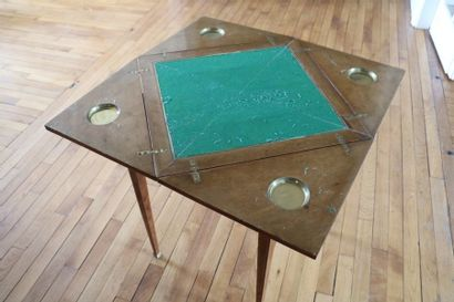 Table à jeux, en bois de placage, plateau portefeuille  Style Louis XVI  76 x 55...