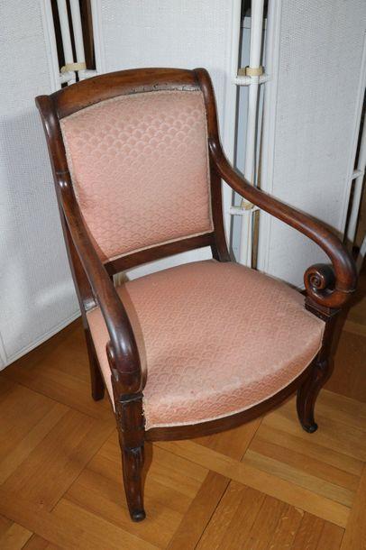 Paire de fauteuils à crosse en bois teinté...