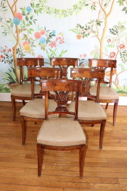 Six chaises à dossier bandeau en acajou,...