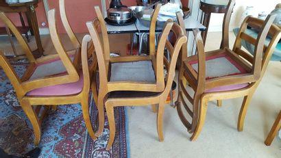 Six chaises en bois naturel, à dossier barette...