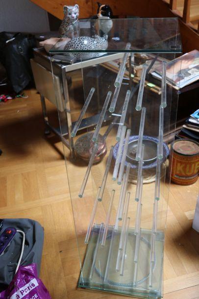 Meuble de rangement en verre tournant sur...