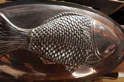 Grand Plat poisson en métal  L.: 75 cm